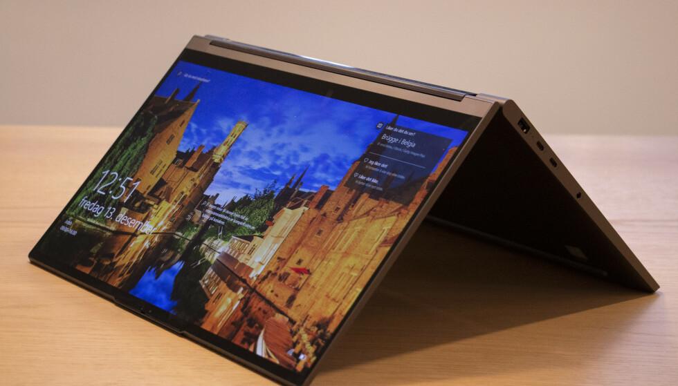 YOGA: Kun én av disse to Yoga-ene har en skjerm som kan vris 180 grader rundt. Foto: Martin Kynningsrud Størbu