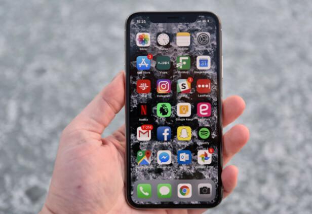 #9: ET BLIKK VAR NOK: Med iPhone X kom ansiktspålogging for fullt. Foto: Pål Joakim Pollen