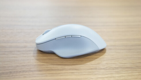 Surface Precision Mouse sett fra siden. Foto: Martin Kynningsrud Størbu