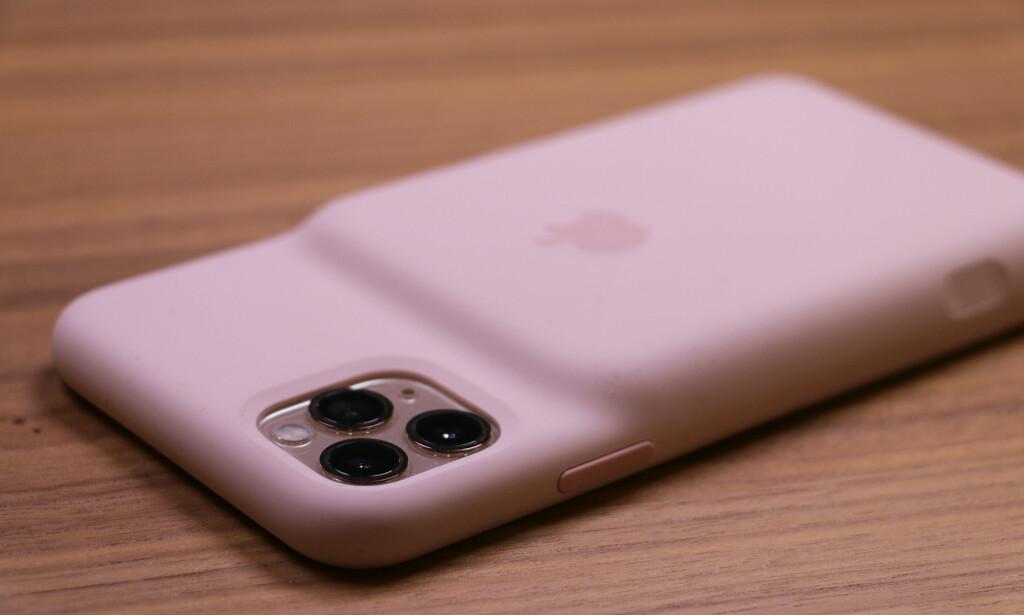LATTERLIGGJORT: Vitsene satt løst da Apple lanserte sitt første Smart Battery Case. Pukkelrygg-designet har fått gjennomgå i sosiale medier. Foto: Kirsti Østvang