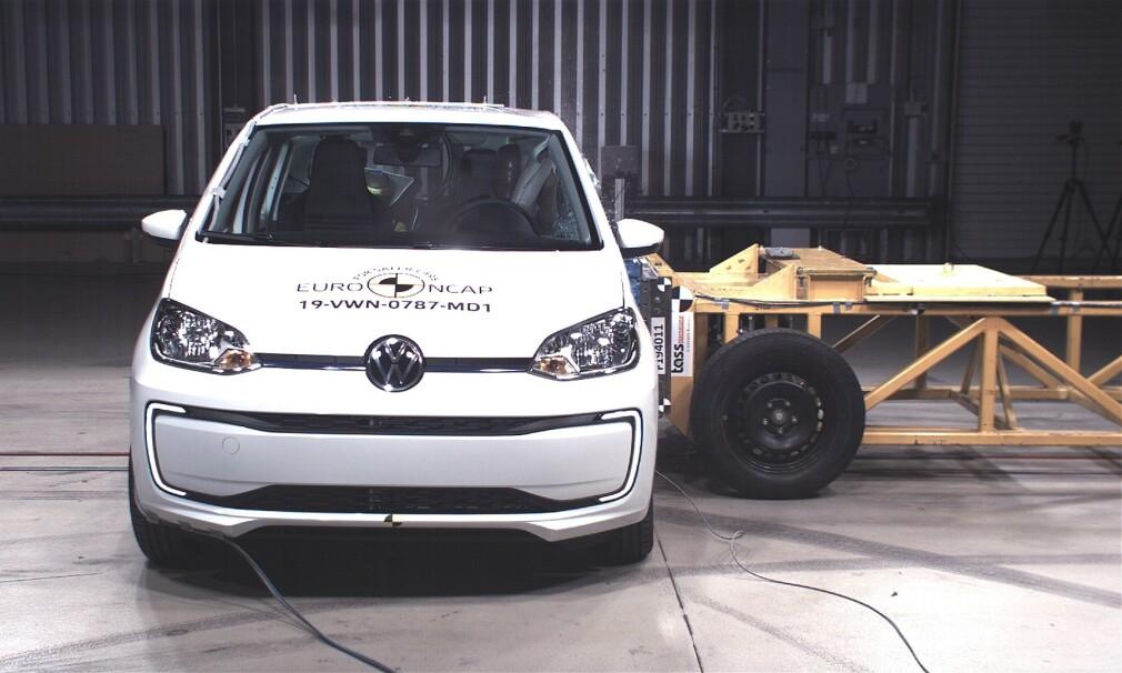 TRE STJERNER: - En skuffelse, sier danske FDM om testresultatet til Volkswagen UP i siste EuroNCAP-test. Foto: EuroNCAP