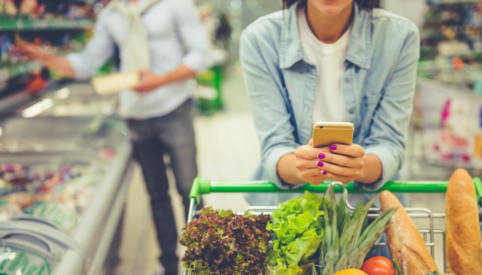 LAG EN PLAN: Et av de mest åpenbare måtene å spare penger på mat og drikke, er å handle etter en ferdig ukesplan. Men hvor ofte gjør du egentlig det? Foto: NTB Scanpix.