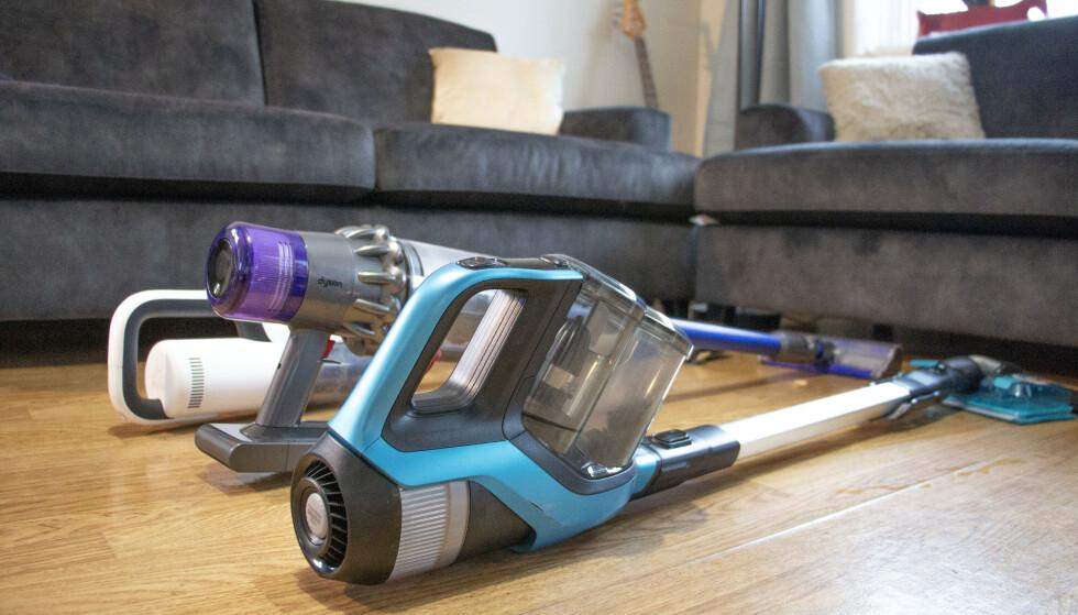 BATTERIDREVNE STØVSUGERE: Disse gjør støvsugerjobben bedre enn tradisjonelle støvsugere med strømkabel, men hvilken er best? Foto: Martin Kynningsrud Størbu