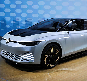 KONSEPTBIL: Volkswagen ID. Space Vizzion-konseptbilen ble vist fram på bilmessa i Los Angeles i november i fjor. Foto: Reuters/Lucy Nicholson