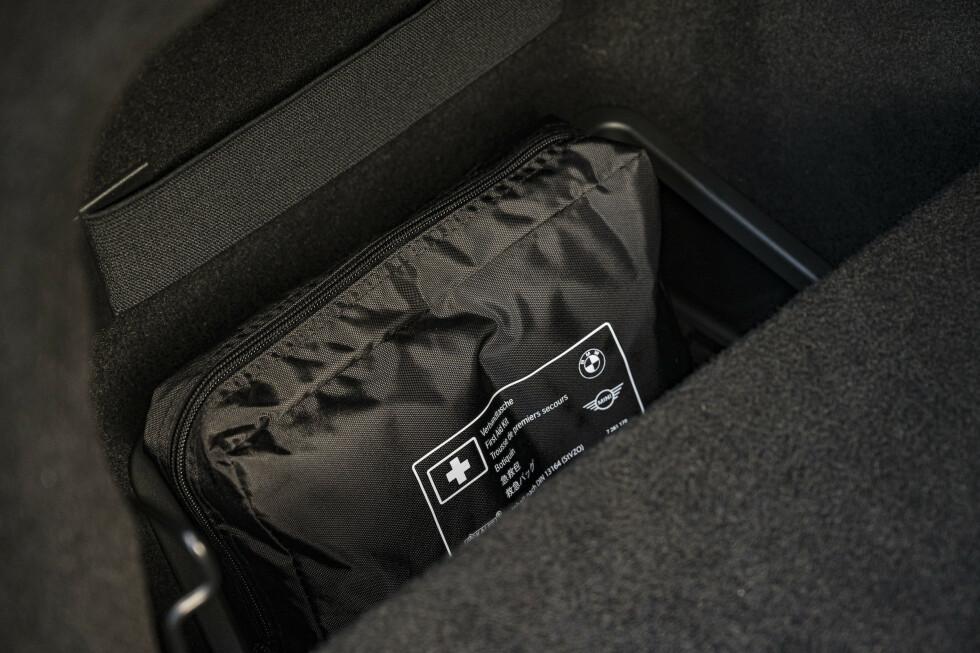 ROM: Det er ekstra hull på hver side av det flate bagasjerommet. Foto: Jamieson Pothecary