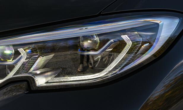 KJØP: Skal man kjøpe ny bil, velger man pakka med de beste lysene. Premiumbilene i dag har veldig bra lyssystemer og gjør kjøring i mørket langt sikrere og mer avslappende. Foto: Jamieson Pothecary
