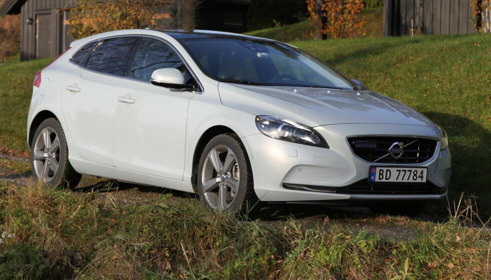 IKKE ELBIL: V40 var Volvos minste og rimeligste bil, men ble for umoderne. Foto: Rune Korsvoll