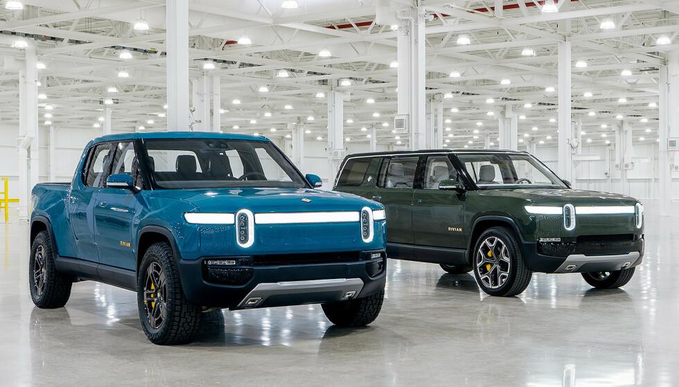 FELLES PLATTFORM. Det er «normal» størrelse på bilene. De er 201,5 cm brede og 182 cn høye. R1T er 5,4 mester lang, omtrent som en Ford Ranger og R1S er 504 cm, 4 cm større enn en BMW X5. Foto: Rivian