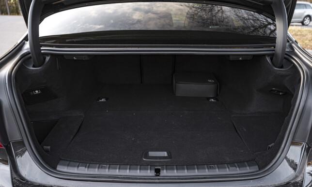 ERGUMENTET MOT: Trenger du mye bagasjeplass, er ikke 5-serie Sedan nødvendigvis valget. En stasjonsvognutgave hadde vært lettere å svelge. Foto: Jamieson Pothecary