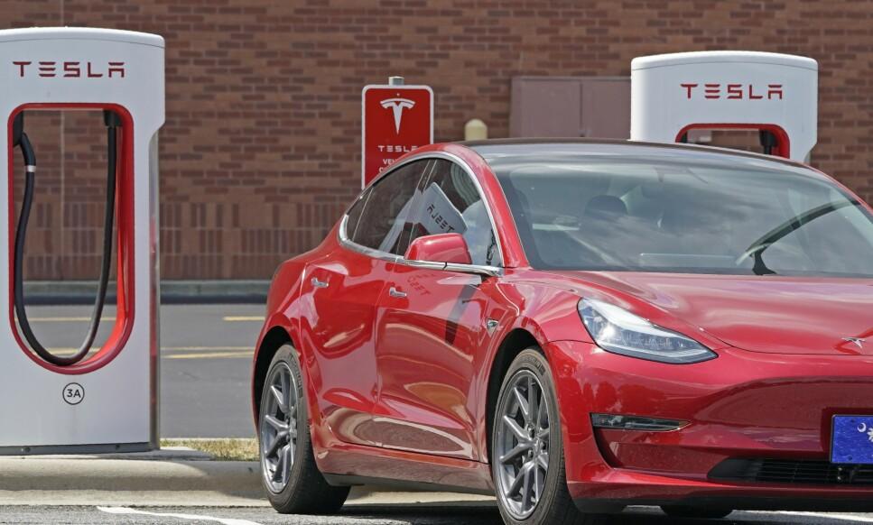 - INSENTIVENE FORSVINNER: Tesla og andre elbiler har blitt meget populære i Norge. Nå kan det imidlertid nærme seg en slutt for de gode insentivene. Foto: Chuck Burton