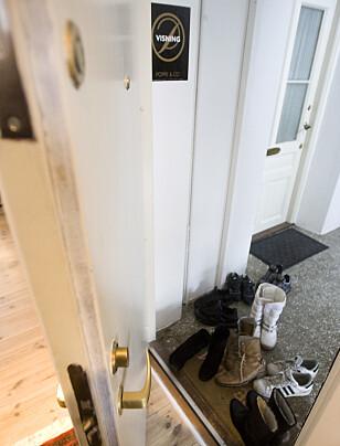 FÆRRE PÅ VISNING: Flere boligselgere vil nok merke at det er litt mindre sko i gangen når de holder visning det kommende året. Foto: Heiko Junge/NTB Scanpix.