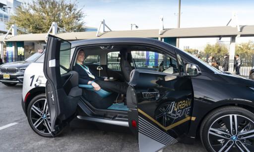 GENIALT: BMW i3 som luksuslimousine for én person fungerte strålende. BMW burde sette disse i produksjon, mener vår utsendte. Foto: Jamieson Pothecary