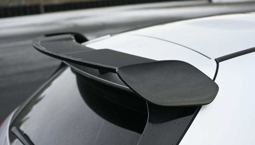 POP: Den kan se helt anonym ut men de fleste digger aerodynamikkpakka. Nå ser spoileren langt bedre ut også. Foto: Rune M. Nesheim