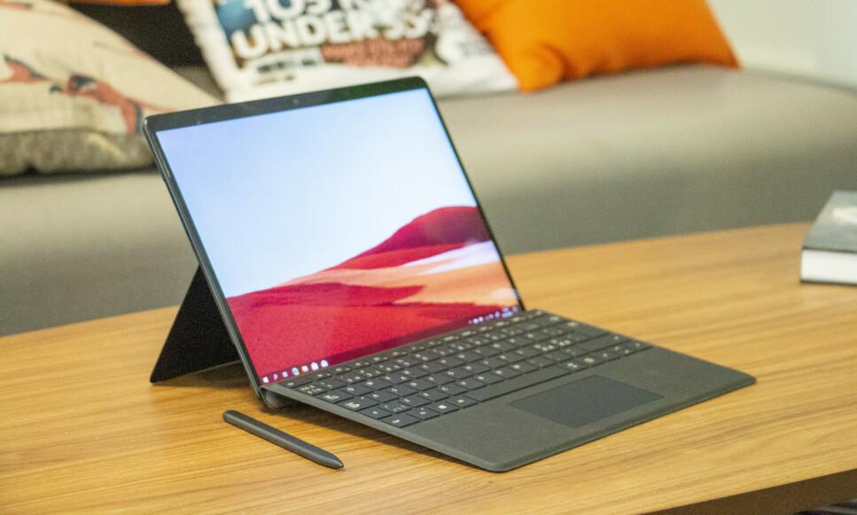 SURFACE PRO X: For første gang siden Surface 2 kommer det en Surface med ARM-brikke, men opplevelsen har fortsatt et stykke å gå. Foto: Martin Kynningsrud Størbu