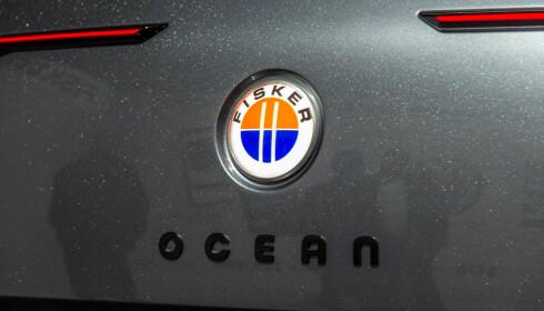SOLNEDGANG: Logoen representerer solnedgangen i California. Oransje er himmelen, og det bla nederste er havet. Henrik Fisker bor i California, men er opprinnelig fra Danmark. Foto: Jamieson Pothecary