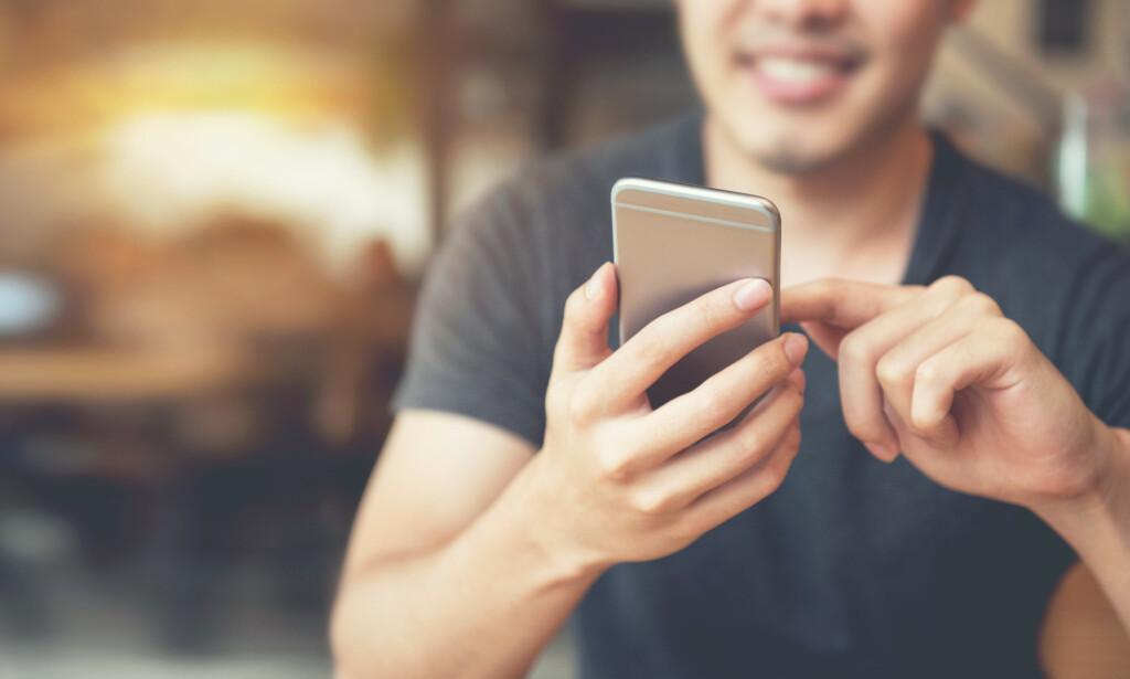 MENER APPER BRYTER PERSONVERNLOVEN: Forbrukerrådet klager inn sjekkeappen Grindr og flere andre for brudd på personvernloven. En fersk rapport avslører hvordan selskapene samler sensitive personopplysninger og selger dem til høystbydende for reklameformål. Foto: Shutterstock/NTB scanpix