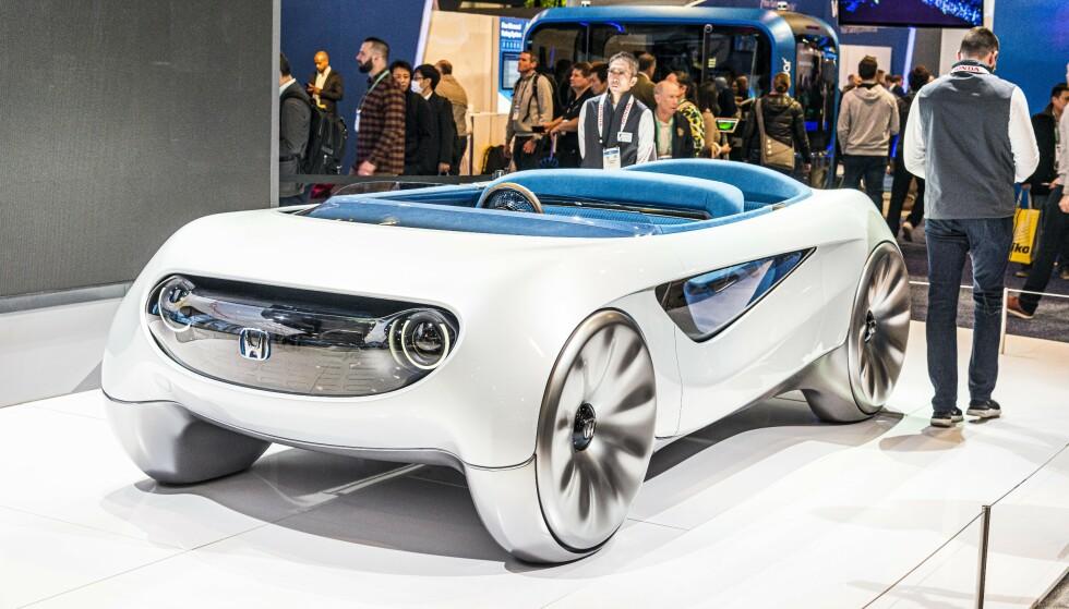 AUGMENTED: Honda Augmented Driving Concept kan både kjøres manuelt og autonomt. Rattet kan flytte seg fra venstre til høyre side automatisk. Foto: Jamieson Pothecary