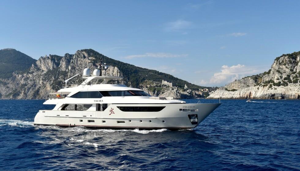 DYRESTE BÅT: Sanlorenzo SD126 er en 126-fots yacht godkjent for cruisetrafikk som annonseres for 115 millioner kroner. Dette er den dyreste innen kategorien båt som er annonsert på Finn.no i 2019. Foto: Akeryachts/Finn.no