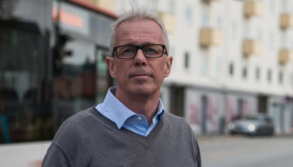 UROVEKKENDE: At det er flest unge og uerfarne bilister som oppgir at de ser for dårlig i mørke, er urovekkende, sier Arne Woll, kommunikasjonssjef i Gjensidige. Foto: Gjensidige