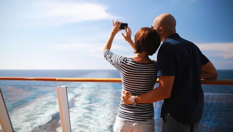 PRISFELLE: Bruker du telefonen ukritisk om bord på skip, kan regningen bli skyhøy etterpå. Foto: Shutterstock / NTB Scanpix