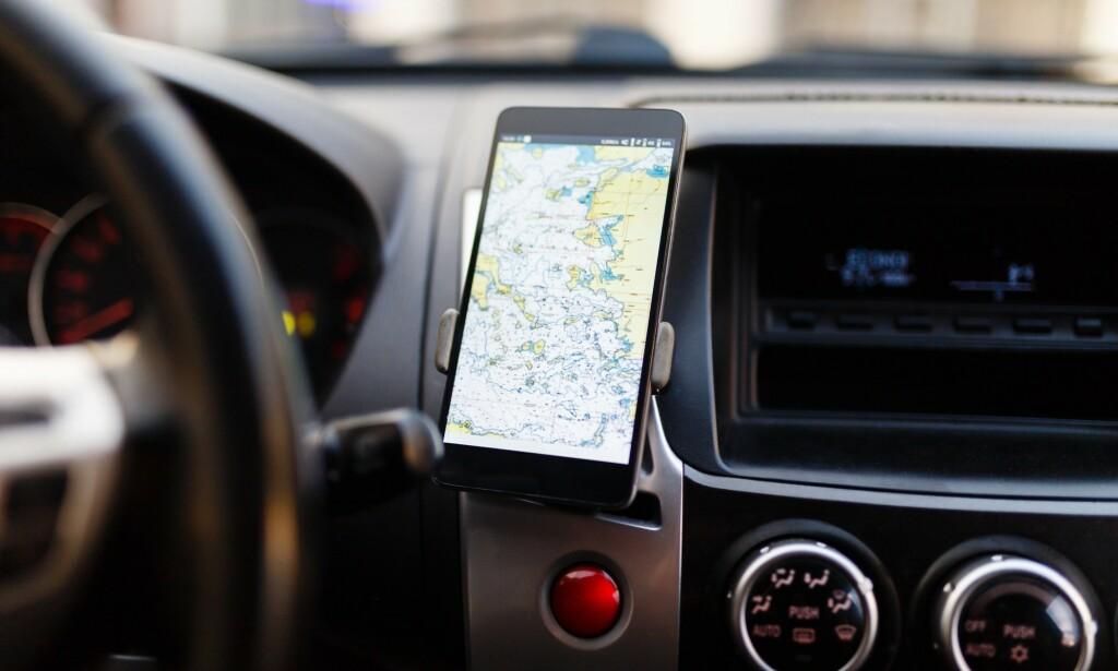 NY FORSKRIFT: Fra 2022 må alle smarttelefoner som selges i Norge støtte det europeiske satelittnavigasjonssystemet Galileo. Foto: Shutterstock / NTB Scanpix