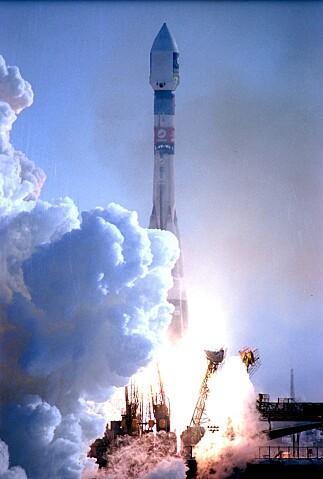 GIOVE-A var den første testsatelitten som ble sendt opp i forbindelse med Galileo-prosjektet. Bildet er fra oppskytningen 28. desember 2005. Foto: AP/NTB Scanpix