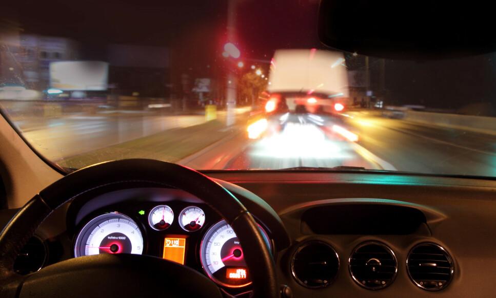 FARLIG: Mørke og vanskelige veier, sammen med dårlig syn, kan være en livsfarlig kombinasjon. Foto: ambrozinio / Shutterstock / NTB scanpix