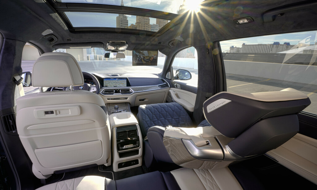 SOM Å VÆRE HJEMME: Her kan du sitte med 60 graders vinkel og duppe av mens andre tar seg av kjøring. Foto: BMW