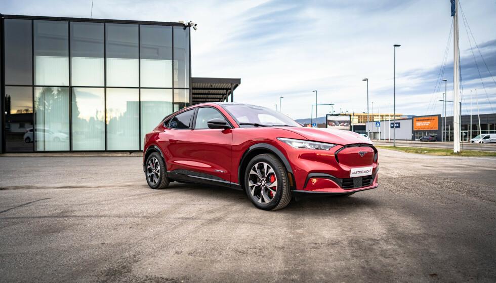 Det skal ha vært ventet om lag 4.000 eksemplarer av den elektriske og sporty SUV-en Ford Mustang Mach-E til Norge i løpet av 2020. Nå har corona-viruset satt en stopper for den planen. Foto: Fred Magne Skillebæk
