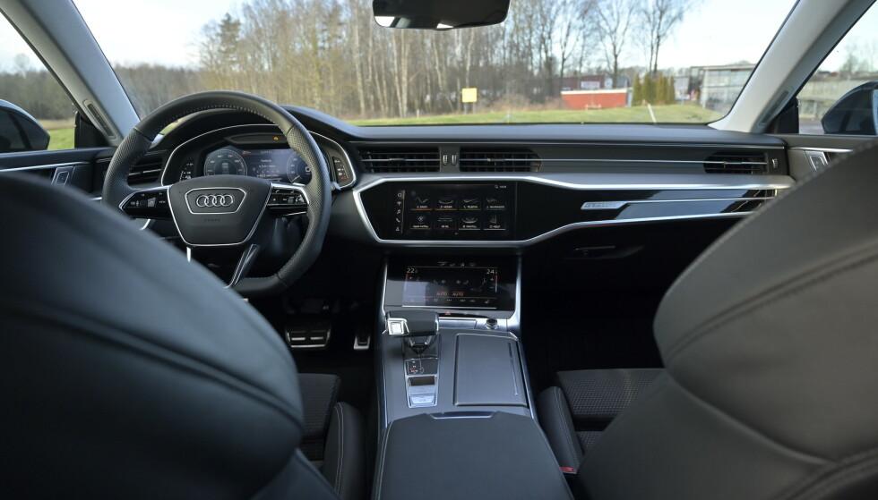 POTETGULLETS FIENDE: Man skal ikke ha mye fett på fingrene i Audi-miljøet, før det strøkne interiøret ser ut som en tvangsstengt kebabsjappe. Foto: Rune M. Nesheim