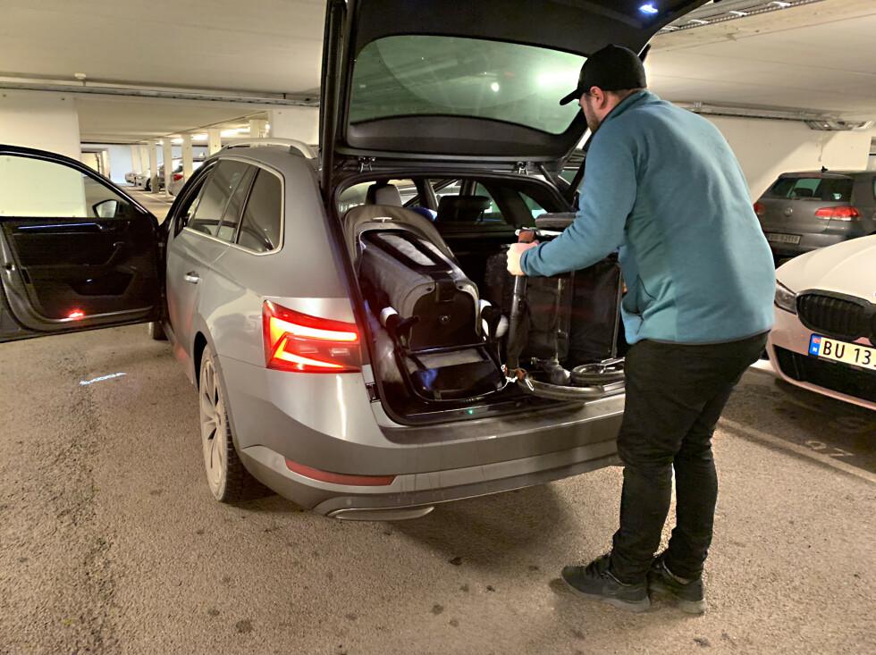 GOD PLASS: Om man legger barnevogn nummer to sidelengs, får man plass til dem begge. Foto: Øystein B. Fossum