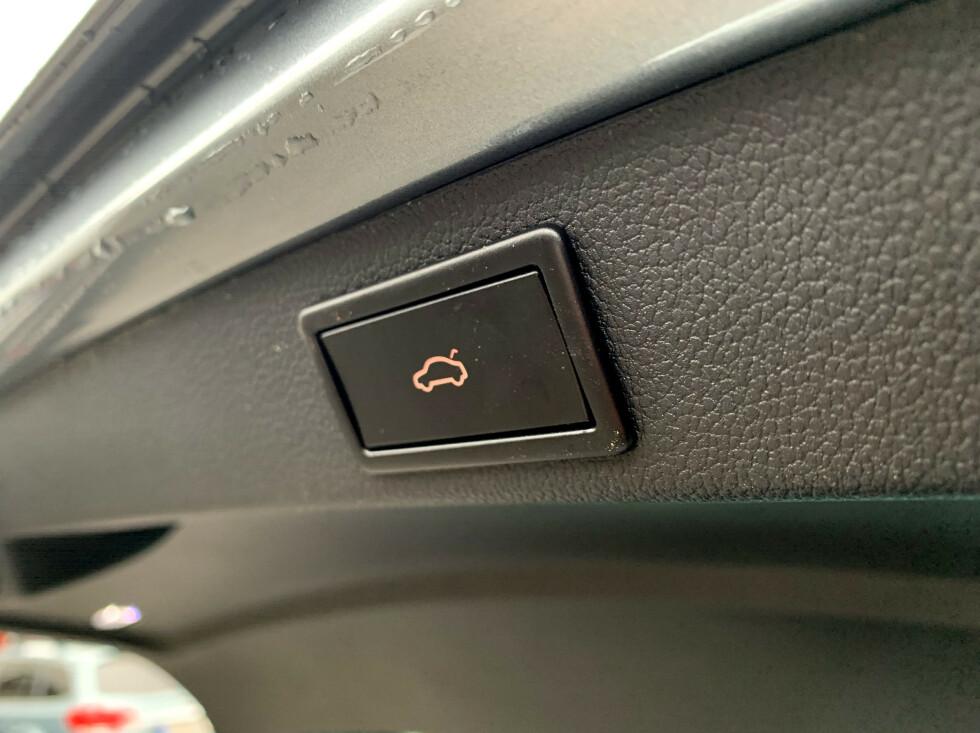 STANDARD: Knappen som hjelper deg å lukke bakluka. Foto: Øystein B. Fossum