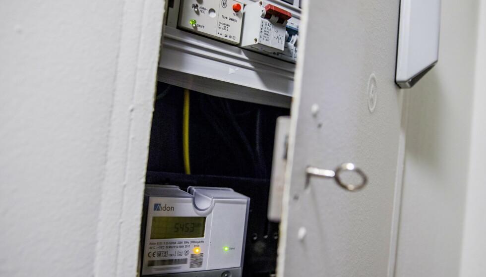 NYKOMMER: De smarte strømmålerne, såkalte AMS-målere, er inventar i de fleste sikringsskap nå. De gir deg som forbruker mulighet til å finne ut mye om strømforbruket ditt. Dét fikk Anders Lie Brenna erfare, som du kan lese mer om i saken under. Foto: Stian Lysberg Solum/NTB Scanpix.
