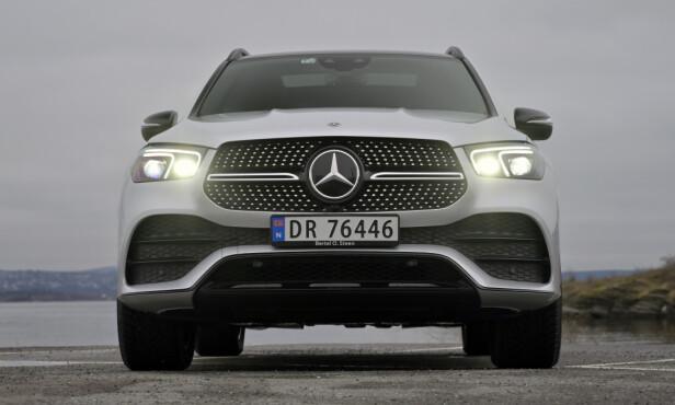 KONGEN PÅ HAUGEN: Mercedes har virkelig klint til med elektrisk rekkevidde og er i grenseland på hvor mye batteri man egentlig skal drasse med seg i en hybridbil. Foto: Rune M. Nesheim