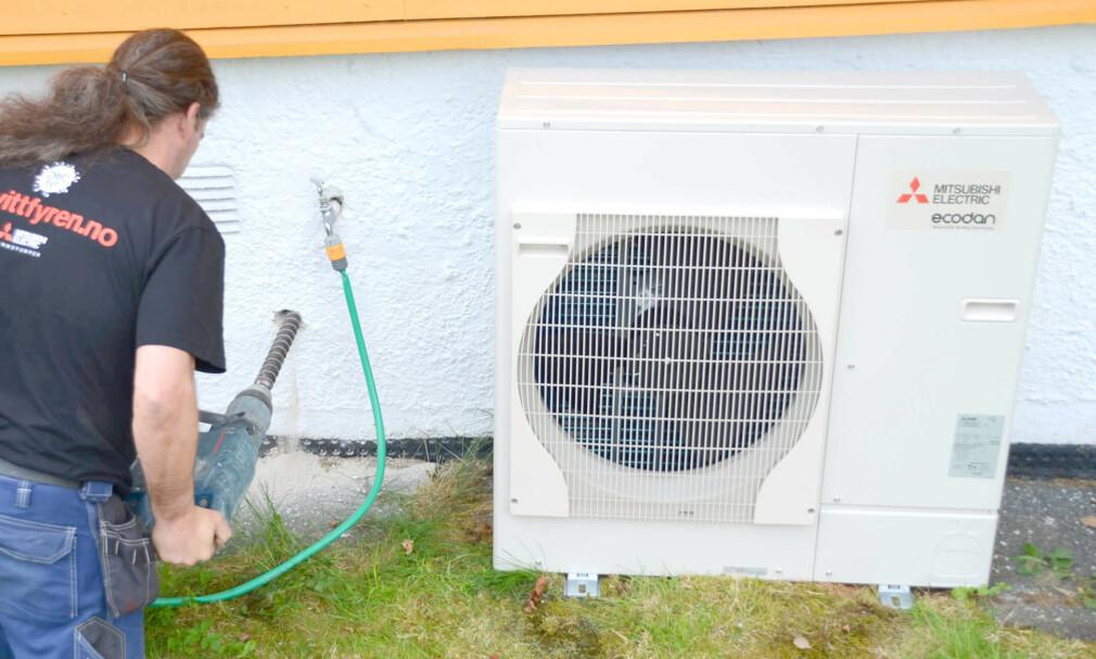 SLUTT PÅ ENOVA-STØTTE: Fra 1. april er det slutt på støtte til luft-vann og avtrekksvarmepumpe. Ifølge Enova er det ikke lenger behov for støtte for dette, og de vil heller bruke mer penger på energioppgradering av bygningskroppen. Varmepumpeforeningen Novap er veldig uenige i Enovas belutning, og hevder det fremdeles er behov for støtte for at folk skal velge varmepumpe. Foto: Mitsubishi Electric Europe B.v. Norwegian Branch