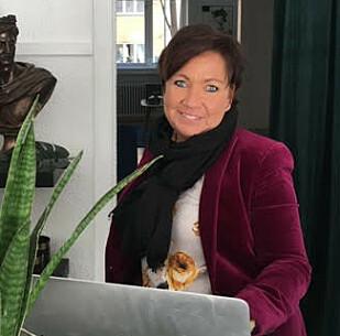 INTERIØRDESIGNER: Carina Myhrvold, interiørdesigner, partner og ansvarlig for styling ved selskapet Creative Living. Foto: Creative Living.