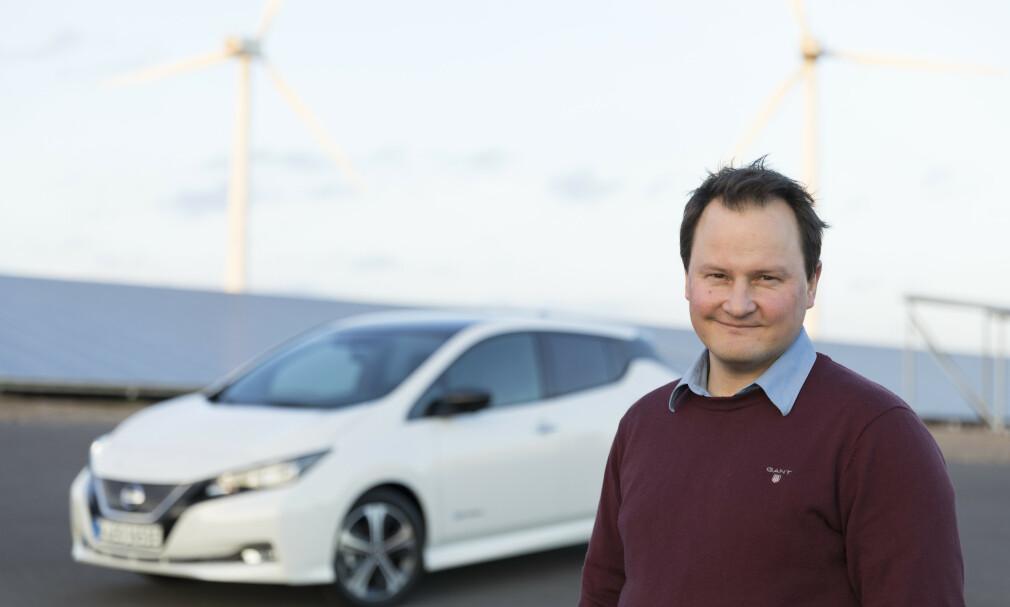 GLEDER OSS: - Økt konkurranse i elbilmarkedet gjør at vi kutter prisen med 48.000 kroner på Leaf. Vi er glad for å kunne gi kundene et godt tilbud, sier kommunikasjonssjef Knut Arne Markussen i Nissan Norge. Foto: Nissan.