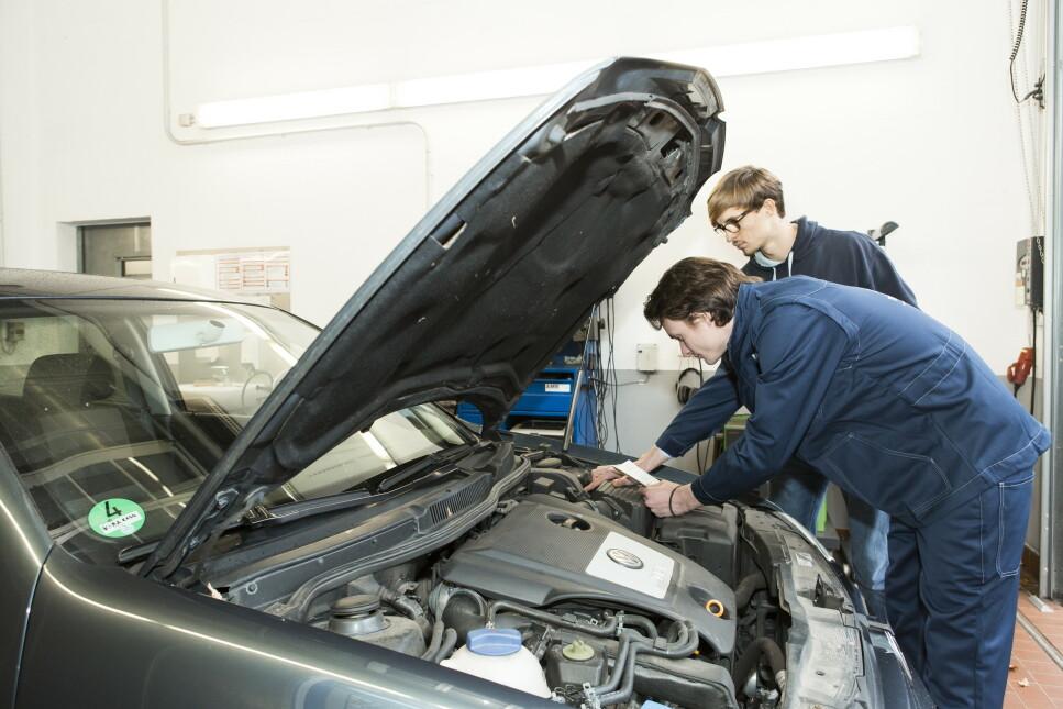 LUKSUSFEIL: Flere luksusbiler befinner seg blant dem med flest feil og tilbakekallinger i 2019. Problemer med kollisjonsputer og fare for brann er to av de vanligste årsakene til at bilene må utbedres. Foto: TÜV