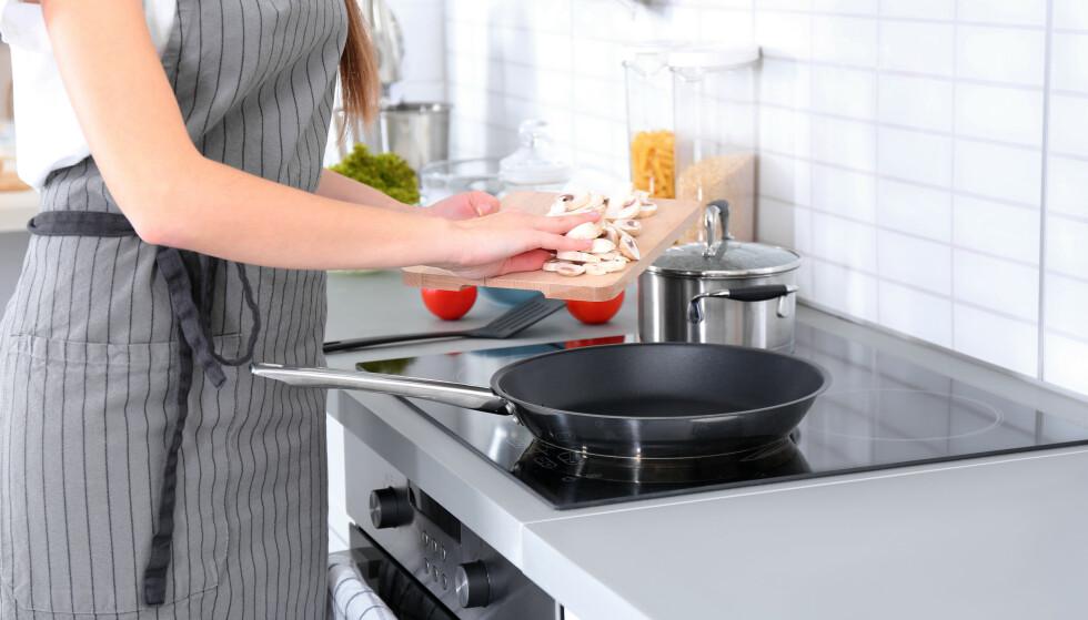 FLERE VALG: For å velge stekepannen som passer best for deg og din husholdning, er det først og fremst to faktorer du bør ha klart for deg. Få gode eksperttips i artikkelen under. Foto: NTB Scanpix.