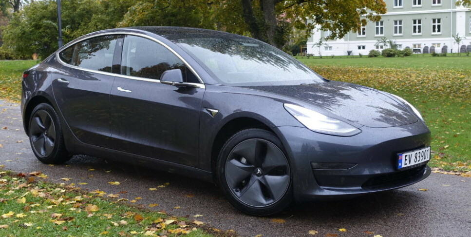 TOPPER SKADESTATISTIKK: Tall fra norske forsikringsselskaper viser at elbilene, og spesielt Tesla-er, topper skadestatistikken. Foto: Rune M. Nesheim