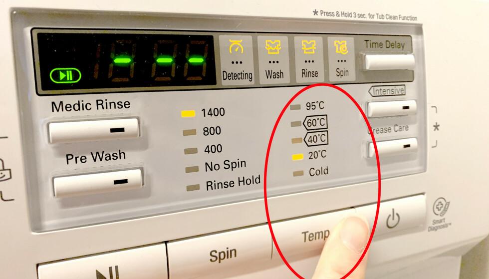 BEST Å VASKE KALDERE: En ny studie viser at klærne holder seg bedre, både i farger og fasong, om du vasker kaldere og kortere. Foto: Kristin Sørdal