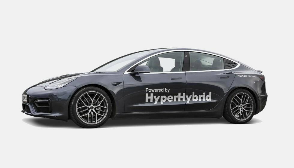 TESLA-HYBRID: Østerrikske Obrist Powertrain har satt inn en bensinmotor i Tesla Model 3. Foto: Obrist Powertrain