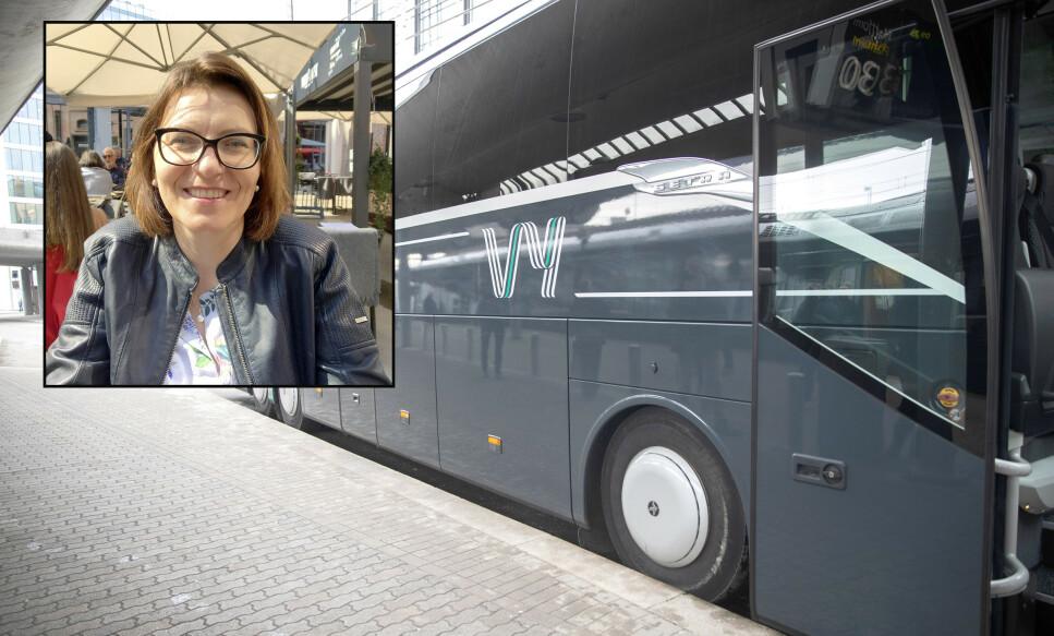 MÅ HA «DOBBELT» OPP: Justyna Moz (bildet innfelt) pendler Oslo-Sarpsborg med Vys ekspressbuss, men avkreves for en ekstra lokalbussbillett i tillegg fordi Vy-bussen ikke alltid går hele veien frem. Vy og Østfold kollektivtrafikk krever at hun har to overlappende billetter og sier hun ikke kan kombinere de to billettene, som i prinsippet gir henne gyldig billett hele veien, fordi hun noen ganger skal sitte på den samme bussen hele veien.  - Det oppleves som diskriminerende å ikke få lov til å reise med samme billett som de andre passasjerene som kommer på bussen i Moss, sier Justyna Moz til Dinside. Foto: Privat/NTB scanpix