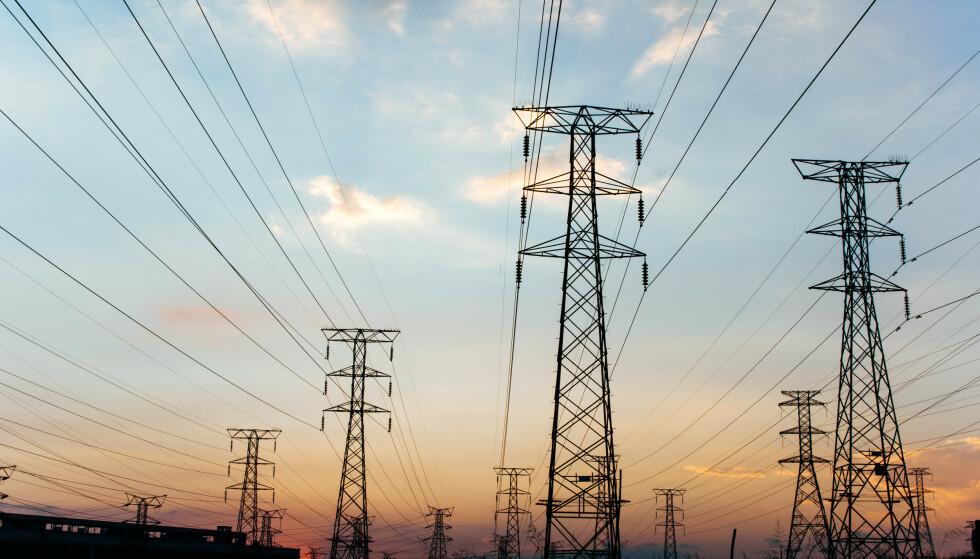 STRØMAVTALER: Forbrukerrådet vil ha bort avtaler om variabel strøm. - Når kundene betaler to-tre ganger mer enn markedspris for strøm, snakker vi om marginer i strømleverandørens favør som i alle andre markeder ville vært omtalt som blodpris, sier direktør Inger Lise Blyverket i Forbrukerrådet. Foto: Shutterstock/NTB scanpix