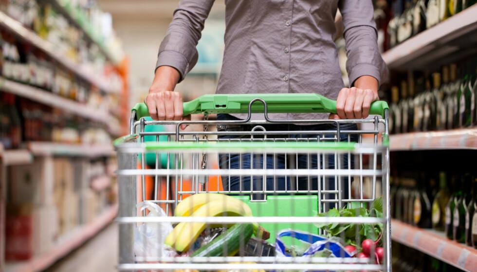 DYRERE MAT: Matprisene har økt fra desember til januar - men Virke sier det er naturlige sesongsvingninger, og helt som forventet etter knallhard priskonkurranse i desember. Februar er også tradisjonelt en måned da dagligvareprisene ligger høyt. Foto: Shutterstock/NTB scanpix