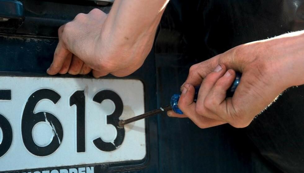 KRAFTIG ØKNING: 18.000 skilt ble stjålet i fjor. Det er en kraftig økning sammenliknet med året før. Foto: Rune Korsvoll