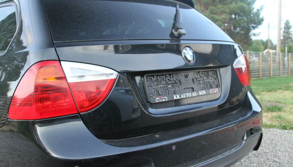 MÅ ANMELDES RASKT: Dersom du finner bilen din slik, må du anmelde tyveriet raskt for å slippe ubehageligheter ved at den «nye» eieren bruker skiltet til gratis bom og råkjøring forbi fotobokser. Foto: Rune Korsvoll