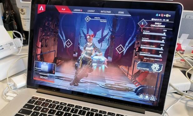 Her kjører vi Apex Legends på en fem år gammel Macbook Pro. Foto: Pål Joakim Pollen