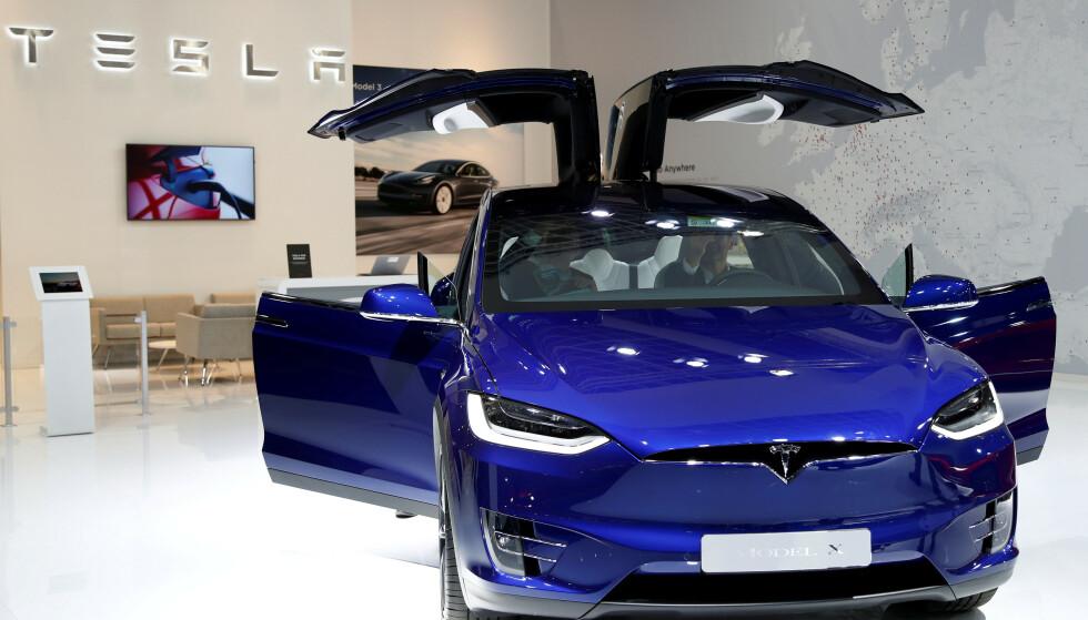 HANDLER PÅ NETT: Tesla har tatt et dypdykk i kjøpevanene til kundene. Foto: REUTERS/Francois Lenoir/File Photo