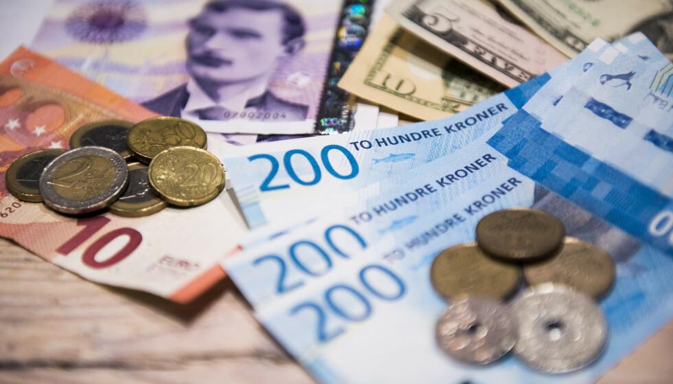 SPARING OG NEDBETALING? Vi vil spare og nedbetale mindre på lån - og heller bruke penger på store innkjøp, ifølge Finans Norges forventningsbarometer. Foto: NTB scanpix